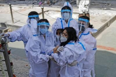 کورونا وائرس نے دنیا بھر میں تباہی مچاناشروع کردی۔