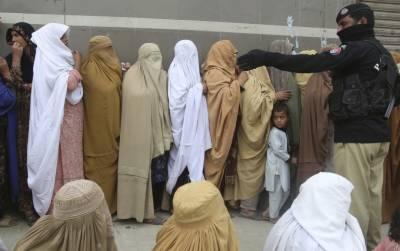 پشاور کے تین بڑے ہسپتالوں پرکورونا کے مریضوں کا بوجھ بڑھ گیا