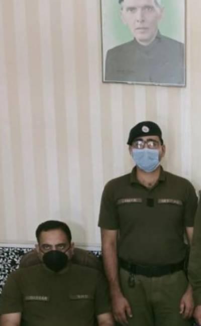 سیالکوٹ : سٹی پسرور پولیس کی کاروائی، تین ملزمان ہارون، احتشام شاما اور ظہیر عباس گرفتار، چھ کلو سے زائد ہیروئن اور چرس برآمد