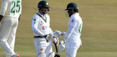 ہرارے ٹیسٹ: کھیل کا دوسرا روز، پاکستان کی بیٹنگ جاری