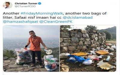 صفائی نصف ایمان ہے ،پاکستان میں کچرا چنتے برطانوی ہائی کمشنر کا پیغام