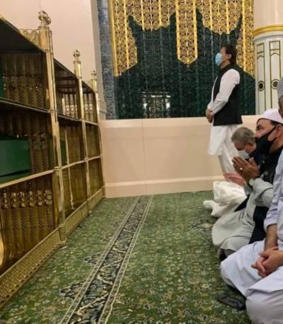 وزیراعظم عمران خان کی مسجد نبوی ﷺ آمد کے موقع پر سعودی حکام کی جانب سے روضہ رسول ﷺ کے دروازے خصوصی طور پر ایک بار پھر کھول دیئے گئے