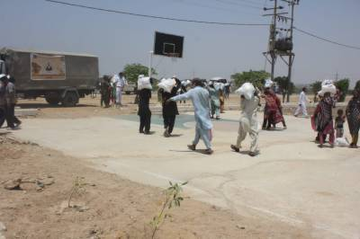 پاکستان نیوی ویمن ایسوسی ایشن کی جانب سے مستحق خاندانوں میں راشن تقسیم
