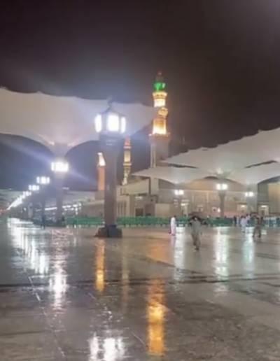 مدینہ منورہ میں موسلادھار بارش ، زائرین ابر رحمت کا لطف اٹھاتے رہے
