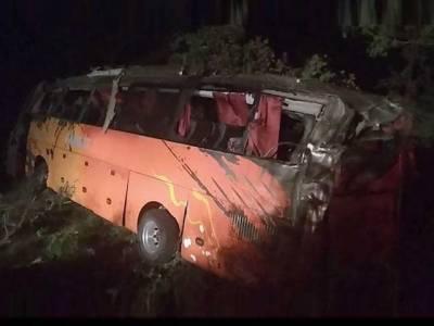 سکھر :مسافر کوچ الٹ گئی، 13 افراد جاں بحق،20زخمی