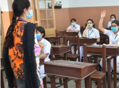 حکومت کا اساتذہ کو فوری طورپر کورونا کی ویکسئن لگوانے کا فیصلہ
