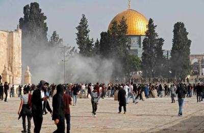 جنگ بندی کے باوجود مسجد اقصیٰ میں اسرائیلی پولیس کی نمازیوں پر شیلنگ