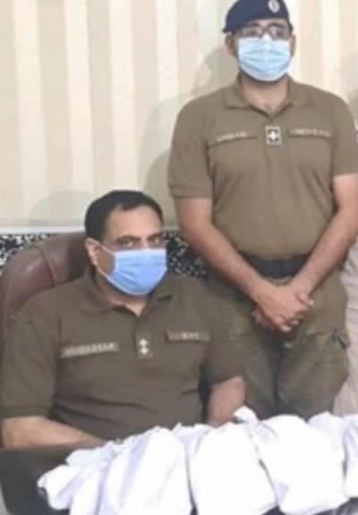 سیالکوٹ : پسرور میں کارسوار خاتون مدیحہ بی بی سمیت چار ملزمان بارہ کلو چرس سمیت گرفتار، کار پولیس نے قبضہ میں لے لی