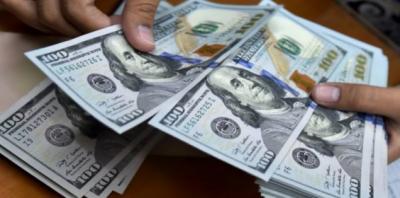 ملک بھر میں روپے کے مقابلے میں ڈالر کی قدر میں مسلسل تیزی سے اضافہ ہونے لگا
