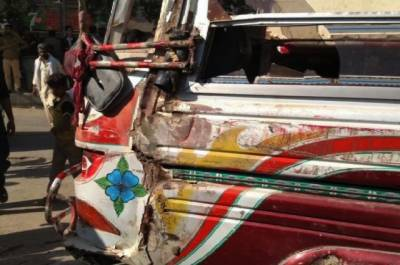ڈی آئی خان:مسافر کوچ کھائی میں جا گری،7افراد زخمی