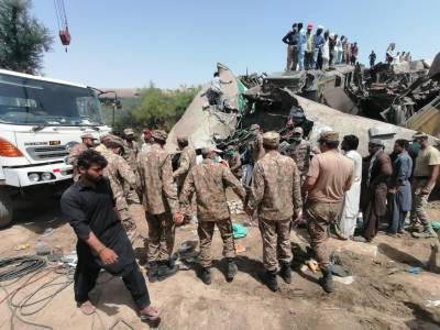ڈہرکی کے قریب ملت اور سرسید ایکسپریس میں خوفناک تصادم ،36افراد جاں بحق ،60زخمی