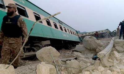 ٹرین حا دثہ: بوگی میں پھنسی خاتون نےمدد کے لئے گھر کال کردی