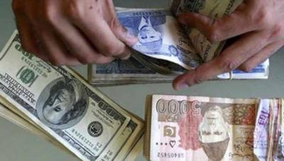 سٹاک مارکیٹ میں تیزی، ڈالر کے مقابلے روپے کی بے قدری کا سلسلہ جاری