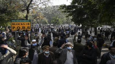 اسلام آباد: سرکاری ملازمین کا احتجاج، پاک سیکرٹریٹ کی تالہ بندی