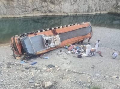 خضدار: سڑک حادثہ میں 19افراد ہلاک،30 سے زائد زخمی