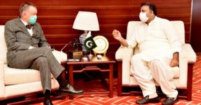 وفاقی وزیر اطلاعات و نشریات چوہدری فواد حسین سے جرمنی کے سفیر برن ہارڈ سٹیفن شلیگ ہیک کی ملاقات