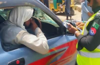 پشاور:ٹریفک قوانین خلاف ورزیاں، 1 لاکھ 28 ہزار 842 افراد کا چالان