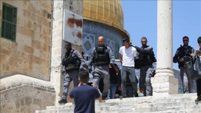 اسرائیلی پولیس کا مسجد اقصیٰ کے نمازیوں پر وحشیانہ تشدد