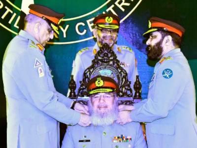 لیفٹیننٹ جنرل محمدعزیز کو کرنل کمانڈنٹ آرٹلری کور تعینات کردیا گیا