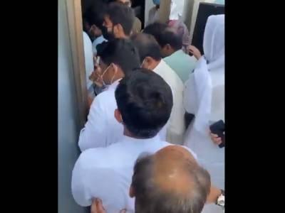 لاہور: ایکسپوسینٹر میں بدنظمی، ویکسی نیشن کا عمل روک دیا گیا