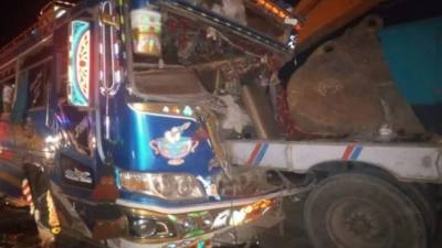 لسبیلہ:کوچ اور ٹرک میں تصادم، 2 خواتین جاں بحق