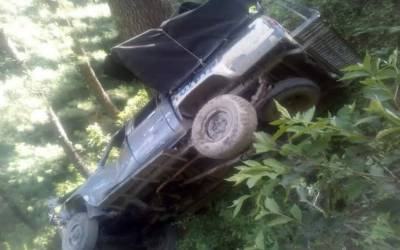 ایبٹ آباد:گاڑی کھائی میں گرگئی، طالبعلم سمیت 2افراد جاں بحق،11 افراد زخمی