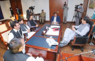وزیراعظم سے اوورسیز پاکستانیز فورم کے وفدکی ملاقات, خصوصی کاوشوں پر وزیر اعظم عمران خان کا شکریہ ادا کیا