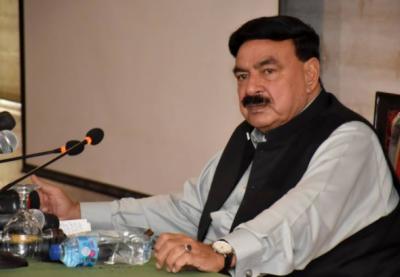 وزیراعظم عمران خان نے کہہ دیا ہے کہ امن کے لیے امریکہ کے ساتھ ہیں مگر جنگ کے لیے نہیں ہیں:وفاقی وزیر داخلہ شیخ رشید