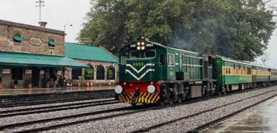 لاہور سے کراچی اور کوئٹہ جانے والی ٹرینیں تاخیر کا شکار