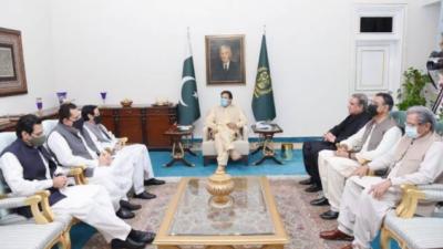 وزیرِ اعظم عمران خان سے چوہدری پرویز الہی، رکن قومی اسمبلی مونس الہی اور طارق بشیر چیمہ کی ملاقات, پنجاب کی سیاسی صورتحال پر تبادلہ خیال
