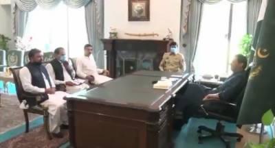وزیر اعظم عمران خان سے سینیٹر سرفراز احمد بگٹی اور سینیٹر انوارالحق کاکڑ کی ملاقات