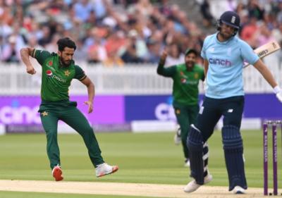 پاکستان کا انگلینڈ کے خلاف ٹاس جیت کر فیلڈنگ کا فیصلہ