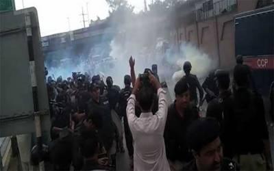 پشاور:سرکاری ملازمین کا تنخواہوں میں اضافے کیلئے اسمبلی چوک پر احتجاج