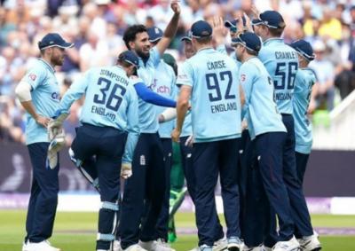 پاکستان کو مسلسل تیسری شکست؛ انگلینڈ نے سیریز میں وائٹ واش کردیا
