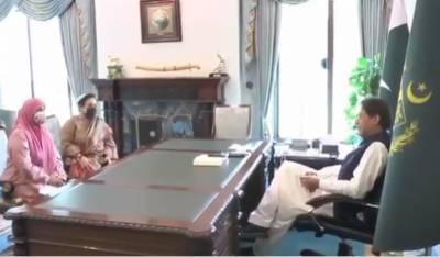 وزیرِ اعظم عمران خان سے وزیر برائے انسانی حقوق ڈاکٹر شیرین مزاری اور چئیر پرسن ڈیفنس آف ہیومن رائٹس آمنہ مسعود جنجوعہ کی ملاقات