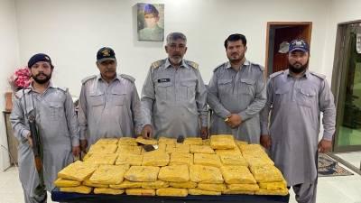 ٹرک کے خفیہ خانوں سے 110کلو گرام منشیات برآمد