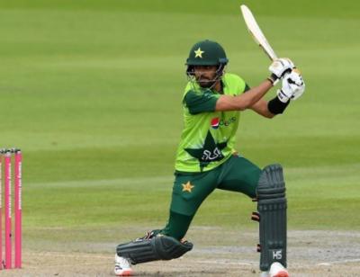 پہلا ٹی ٹوئنٹی؛ پاکستان کا انگلینڈ کو جیت کیلیے 233 رنز کا ہدف
