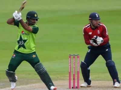 دوسرا ٹی ٹوئنٹی؛ قومی ٹیم کو 201 رنز کا ہدف, انگلینڈ کیخلاف ہدف کے تعاقب میں پاکستان کی بیٹنگ جاری
