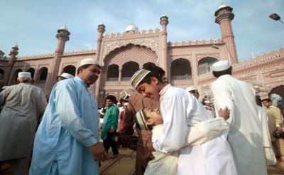 ملک بھر میں عید الاضحیٰ مذہبی جوش و جذبے کیساتھ منائی جا رہی ہے