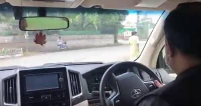 لاہور: وزیراعلیٰ پنجاب عثمان بزدار نے شہر کے مختلف علاقوں کے دورے کیے اور صفائی کی صورتحال کا جائزہ لیا