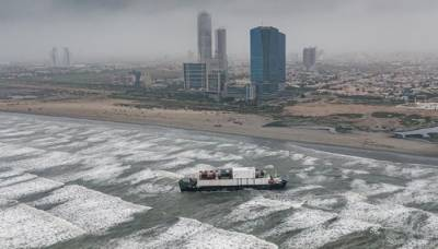 کراچی ،سی ویو پر پھنسا بحری جہاز نکالنے کیلئے آپریشن کی تیاری