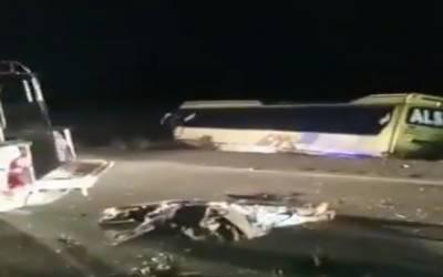 خضدار:کوچ اور گاڑی میں تصادم سے پانچ افراد جاں بحق، پندرہ سے زائد زخمی