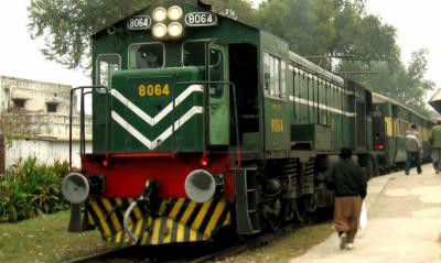 ریلوے مسافروں سے ڈیم فنڈ کٹوتی ختم کرنے کے احکامات جاری