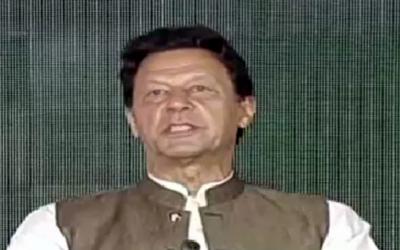 تین سال سے طاقتور طبقے کو قانون کے تابع لانے کی جنگ چل رہی ہے: وزیراعظم عمران خان