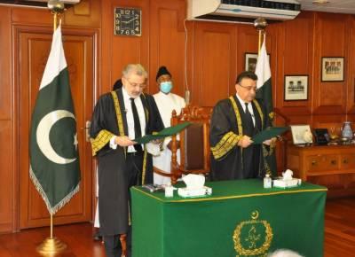 جسٹس عمر عطابندیال نے بطورقائم مقام چیف جسٹس پاکستان عہدے کاحلف اٹھالیا