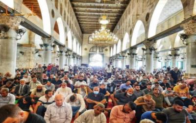 کڑی پابندیوں کے باوجود 45ہزار فلسطینی مسلمانوں کی مسجد اقصی میں نماز جمعہ کی ادائیگی