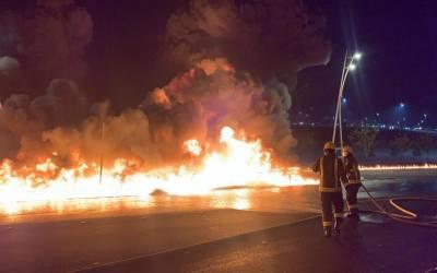 جدہ سے مکہ جانے والے پٹرول ٹینکر کو حادثہ کے بعد آگ لگ گئی۔