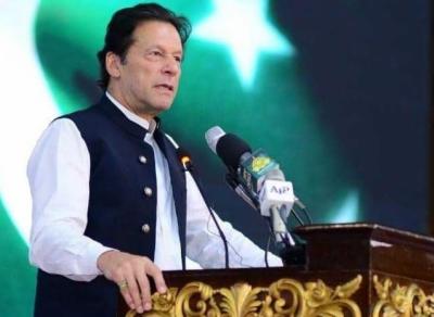 انگلش میڈیم سسٹم نے ہمیں مغربی کلچر کاغلام بنادیا، موبائل کے غلط استعمال کی وجہ سے جنسی جرائم بڑھ رہے ہیں: وزیر اعظم عمران خان