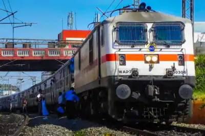 بھارتی پنجاب میں کسانوں کے احتجاج کی وجہ سے ٹرین سروس معطل