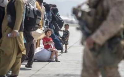 آسٹریلیا نے کابل ایئرپورٹ پر دھماکوں کے بعد انخلا کا جاری آپریشن روک دیا